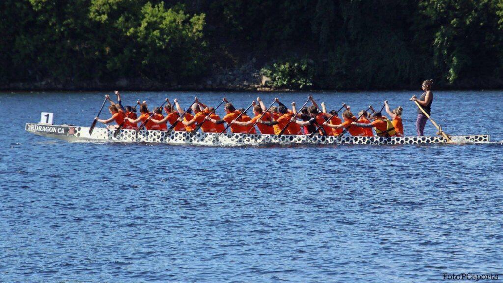Image de l'équipe Bras de fer qui s'entraîne sur un lac